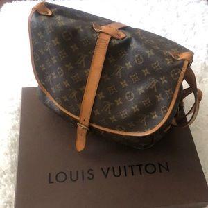 Louis Vuitton Samur 35
